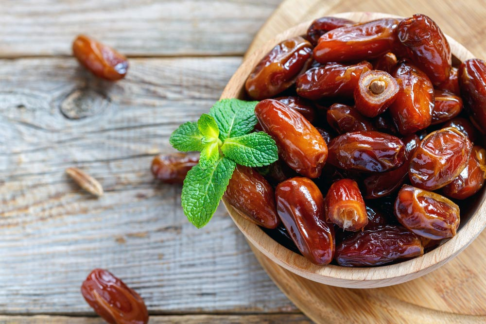 Dates in medicine and nutrition