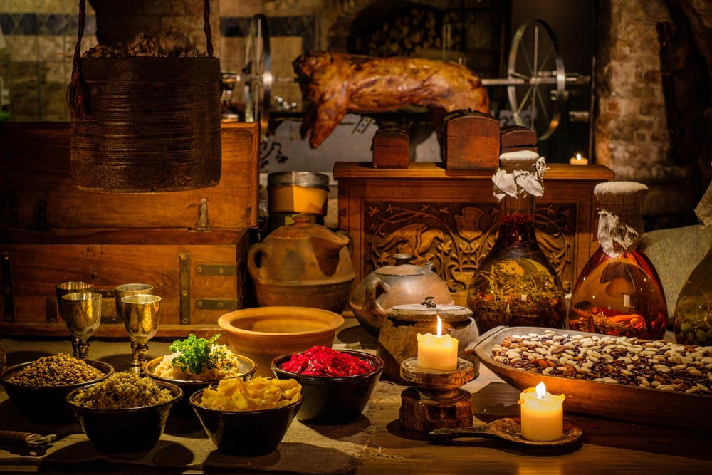 ancient cuisine Discover more about the food and drink of ancient egypt, what types of food were available and what tools the ancient egyptians used to make their meals.